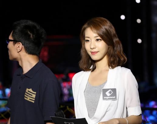 韩国女主持人现场直播