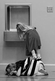 关于友情欧美黑白图片简约皮肤 最好的友情都是各自忙乱