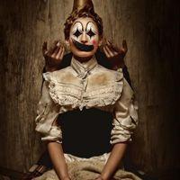 V字仇杀队个性小丑头像 在街边像孤独的小丑