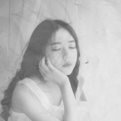 伤感图片女生黑白大全2018 别在白天做梦别在夜里清醒