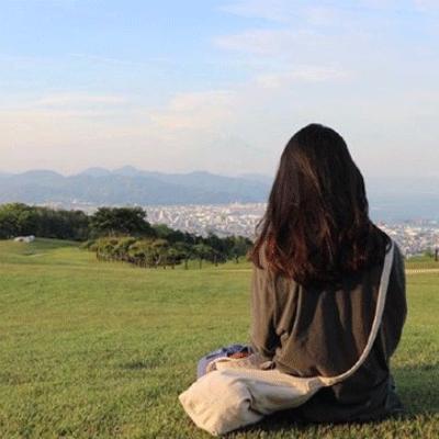 QQ女生伤感网名4个字 故事带泪