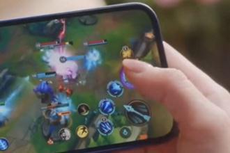 iphone12上可以直接下载英雄联盟手游吗 iphone12上能直接玩LOL手游吗