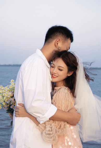 抖音最火张子凡丁钰琼婚纱照皮肤 从校服到婚纱的爱情