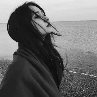 很抑郁孤傲突然心酸的伤感头像 是我的乍见之欢我的眼神所向