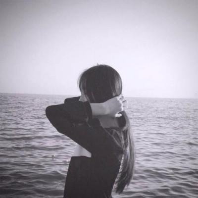 孤单女生唯美伤感picture 死亡不是终点被遗忘才是
