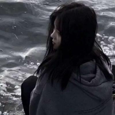 最好看的微信女头像伤感最新_每一次想你都像是失恋