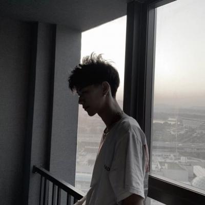 伤感男生头像落寞孤单 现在的我理解孤独是什么