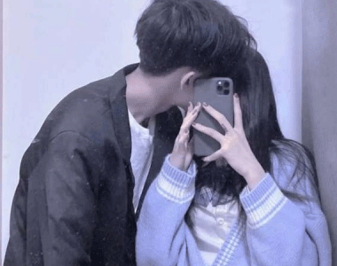 恩爱情侣头像一对拥抱亲吻 很甜的微信情侣头像合集