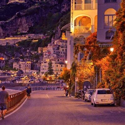 意大利城市伴晚唯美的灯光图片 保持联系也是一件很难的事