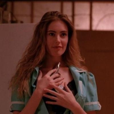 最火欧美风女生个性头像 用双臂紧紧把一个人箍在怀里
