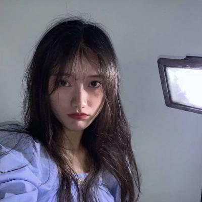 蓝色系女生可爱美女QQ头像 顾及你情绪的人实在难得