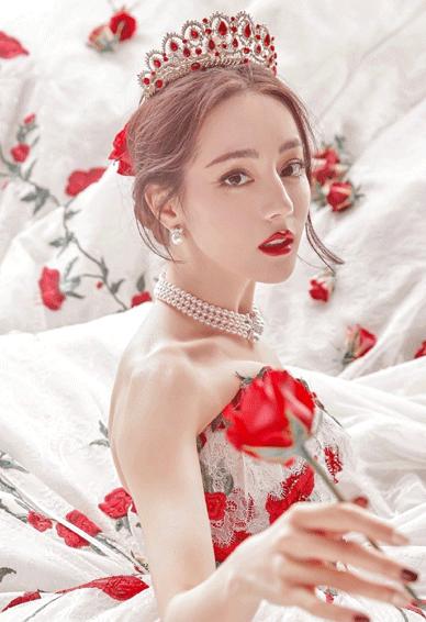 迪丽热巴婚纱造型玫瑰公主皮肤 不去想遥远的事只知道今晚月色温柔