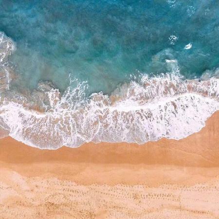 好看又很唯美的浪漫大海背景图_今天我依然是个碌碌无为的知食分子