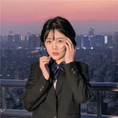 2021简单ins女生头像韩风 我是藏匿于这个世界偷偷喜欢你的小鬼