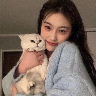 一组抱着猫的2021高颜值女生头像 你也要做一个很哇塞的女孩