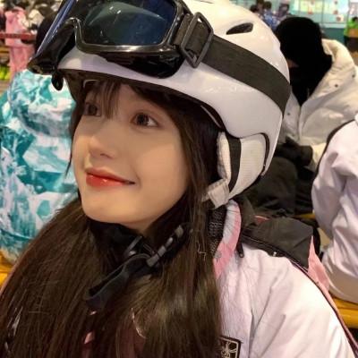 戴头盔的女生头像真人超好看大全