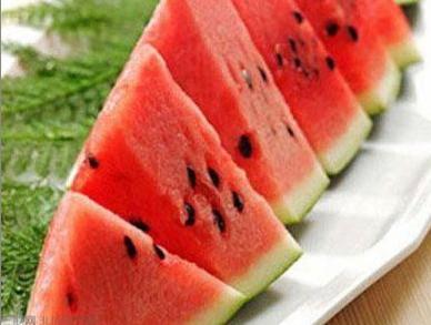 夏季吃西瓜的搞笑说说大全
