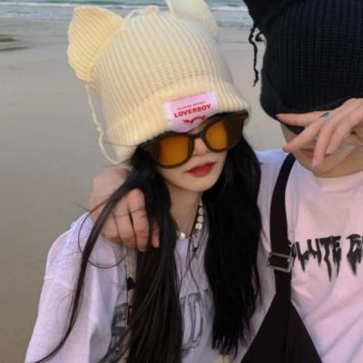 真人一左一右超级甜蜜的情侣头像_有时候活的太清醒真的不是一件好事