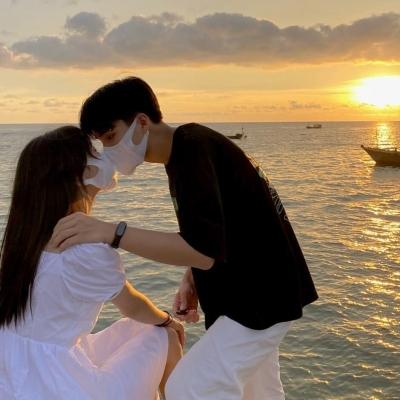 很清纯的好看的小清新情侣头像 一个人最好的样子一定是被爱出来的