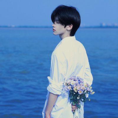 蓝色系又超级温柔的帅气男生真人头像_经过了兜兜转转的重逢是场浪漫